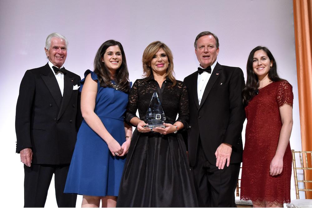 Premia Washington Center a Gobernadora Pavlovich por impulso a mujeres líderes