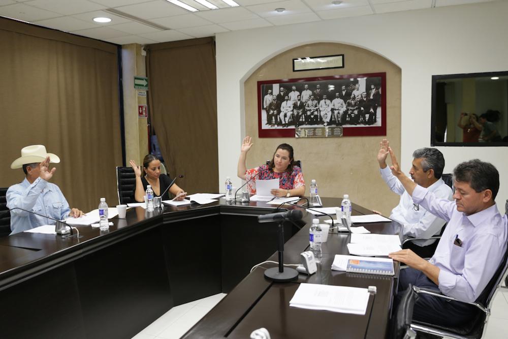 Dictamina Comisión no ratificar a Magistrado del TEE y la renuncia de Regidora del municipio de Huépac