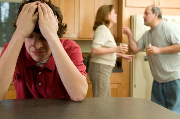 7 formas en las que DESTRUYES a tus hijos cuando decides ser infiel