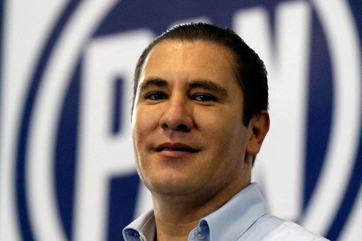 Tanto talento académico, científico en el país y traen a Moreno Valle a dictar conferencia. Ops