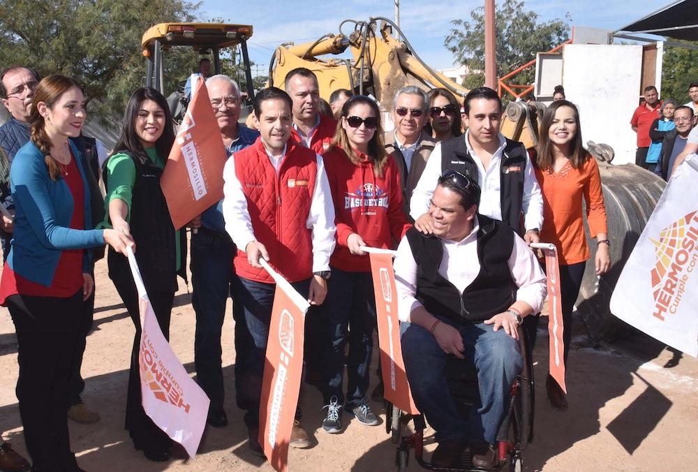 Inicia Maloro Acosta construcción de gimnasio en la Unidad Deportiva Nacameri