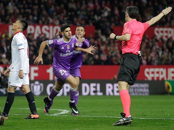 Real Madrid destrona al Barça y avanza en Copa del Rey