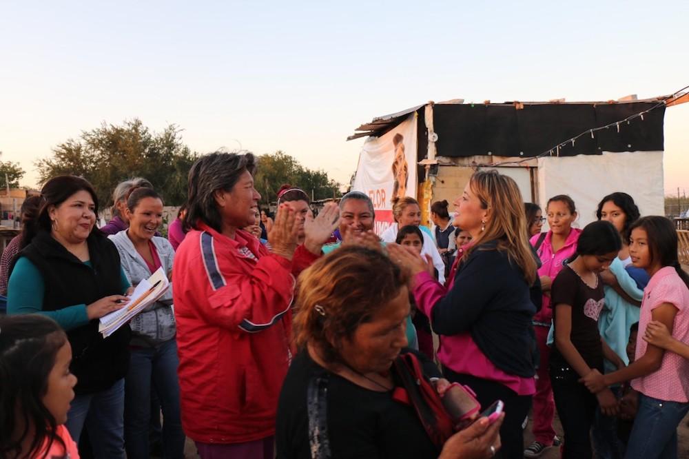 Escucha Flor Ayala necesidades de las colonias del sur poniente de la ciudad