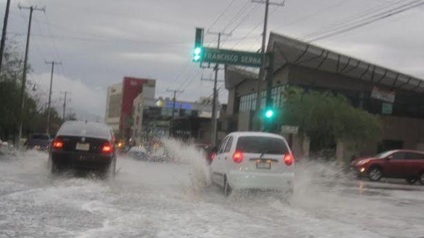 Lluvia y granizo causan estragos en la capital sonorense