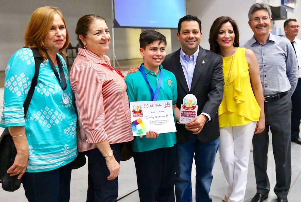 Reconoce Ernesto De Lucas a estudiantes ganadores de XIX Concurso de Matemáticas