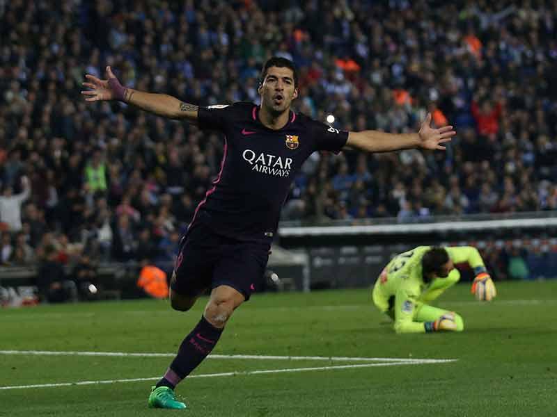 Barcelona le pega al Espanyol y no suelta el liderato