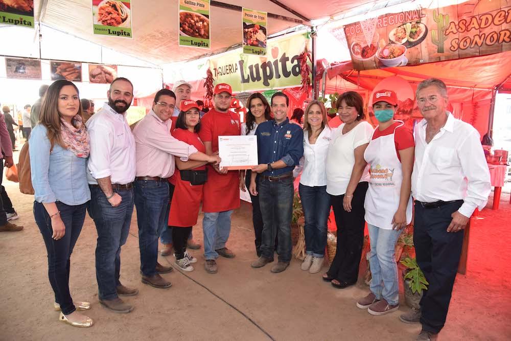 Conviven hermosillenses en Segunda Muestra Gastronómica de San Pedro El Saucito