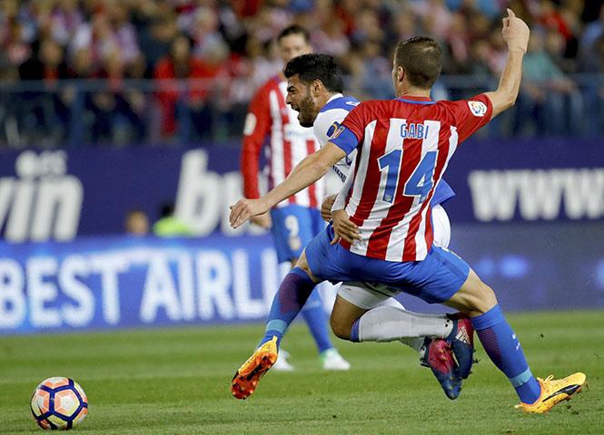 Carlos Vela y la Real Sociedad tropiezan ante Atlético de Madrid