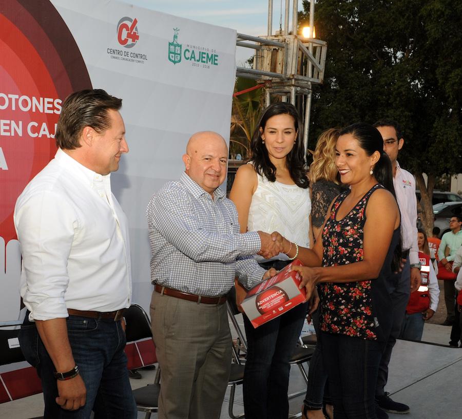 """Entrega SSP """"Botones de Enlace Ciudadano"""" en Cajeme"""