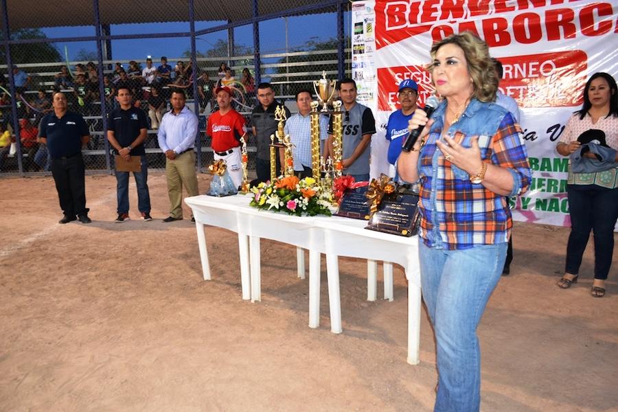 Inaugura alcaldesa Karina García torneo estatal de sóftbol del STSS