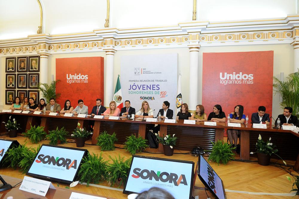 Presentan a la Gobernadora Pavlovich proyectos de Jóvenes de 100