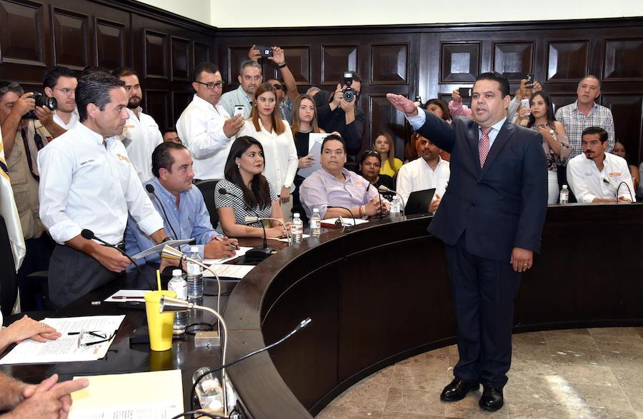Rinden protesta nuevos funcionarios en el gabinete municipal