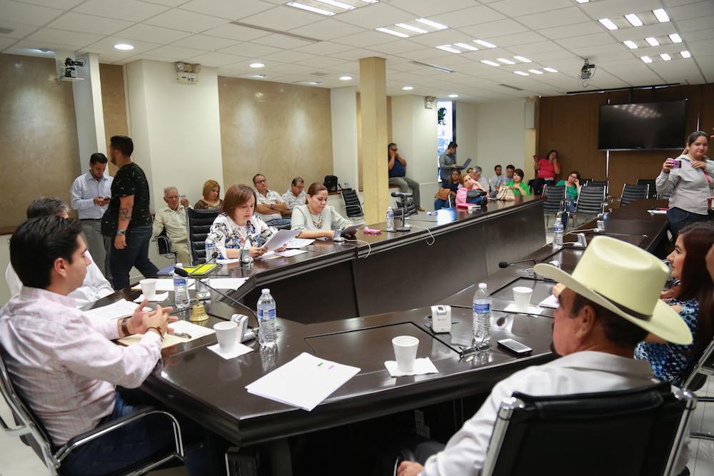 Se pronuncian grupos parlamentarios sobre incremento a la tarifa de transporte público