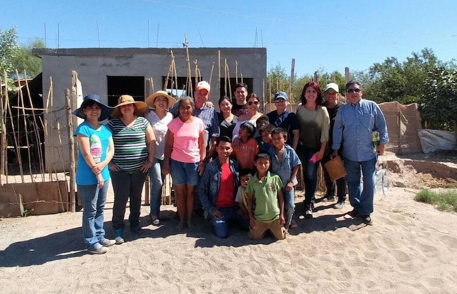 Contribuyen servidores públicos en la edificación de viviendas en Miguel Alemán