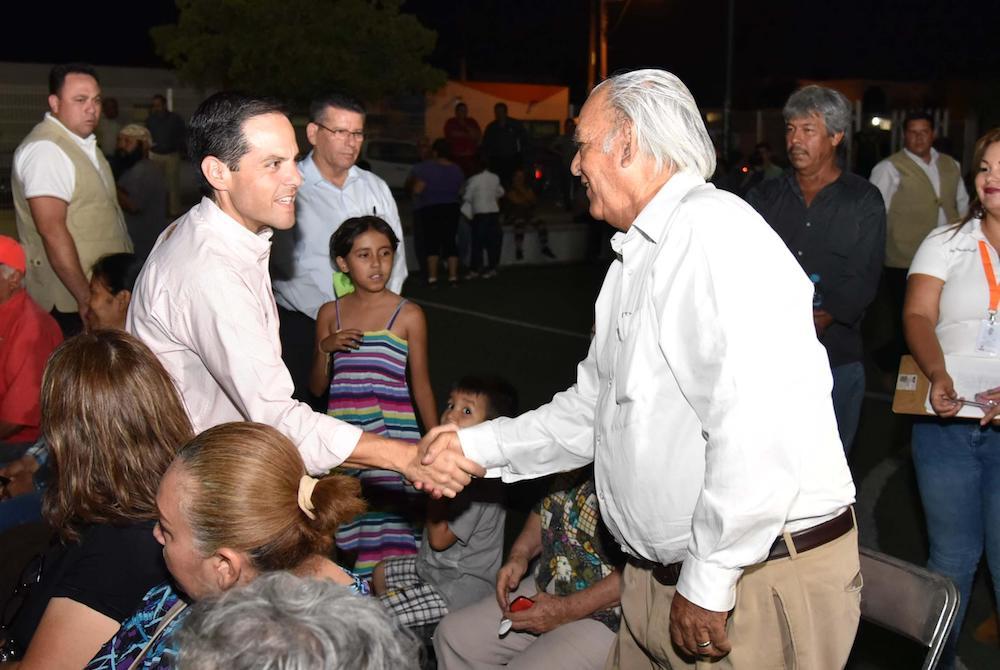 Acuerdan Maloro y vecinos beneficios para la colonia Jacinto López
