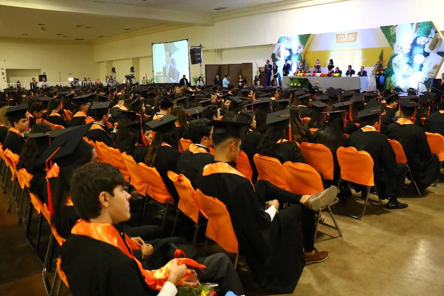 Encabeza Ernesto De Lucas Graduación en el COBACH