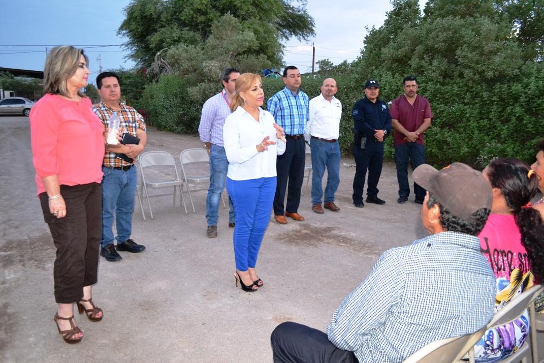 Entrega alcaldesa Karina García 25 acciones de techo firme