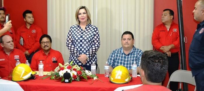 Incorpora alcaldesa Karina García a bomberos a nómina del ayuntamiento