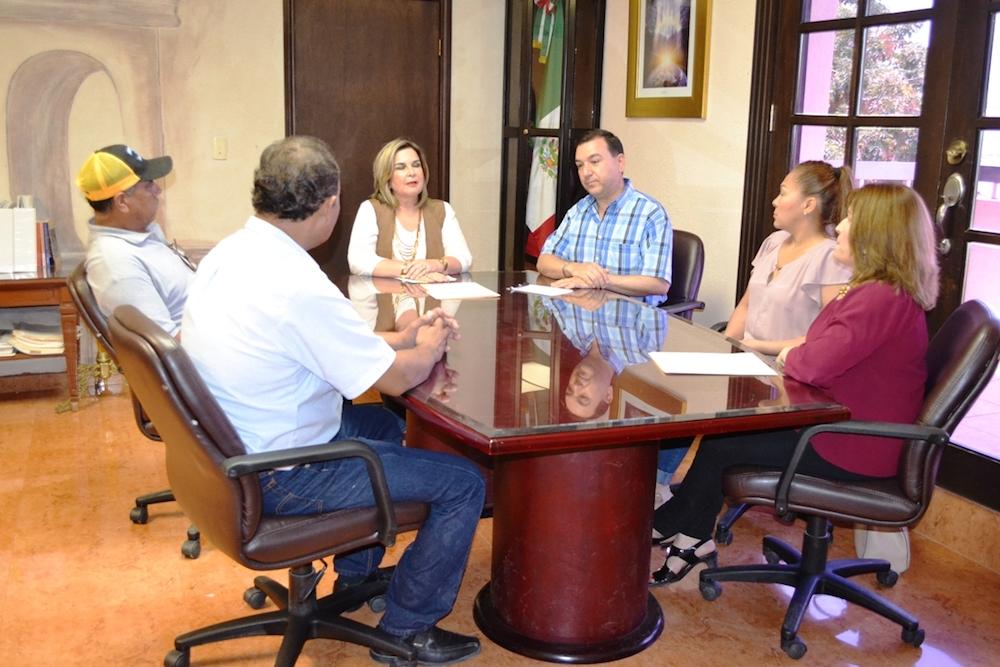 Entrega Alcaldesa Karina García créditos Fideos a pequeños empresarios