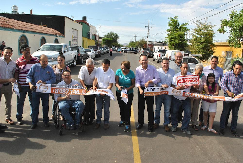Inaugura Maloro Acosta pavimentación de calles principales en la colonia Olivares