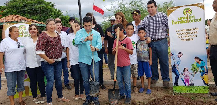 """Con """"Una familia, un árbol"""" lograremos un Cajeme para siempre: Emeterio Ochoa"""