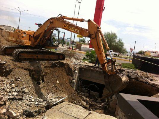 Continúan trabajos de alcantarillado en Morelos y López Portillo