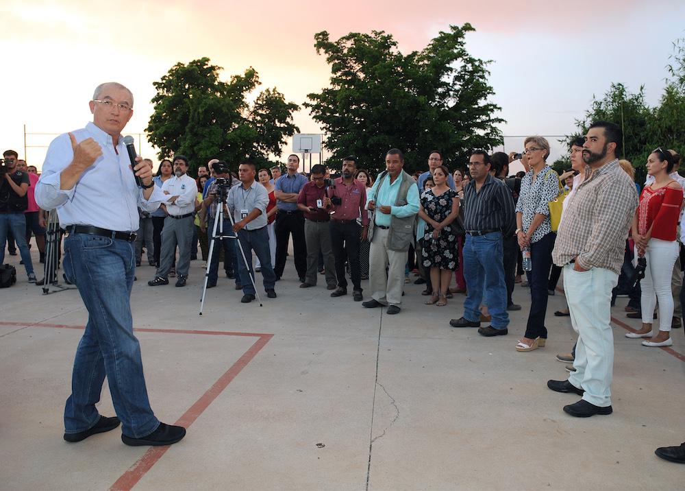 Dialogan funcionarios con vecinos sobre nuevo Hospital de Especialidades