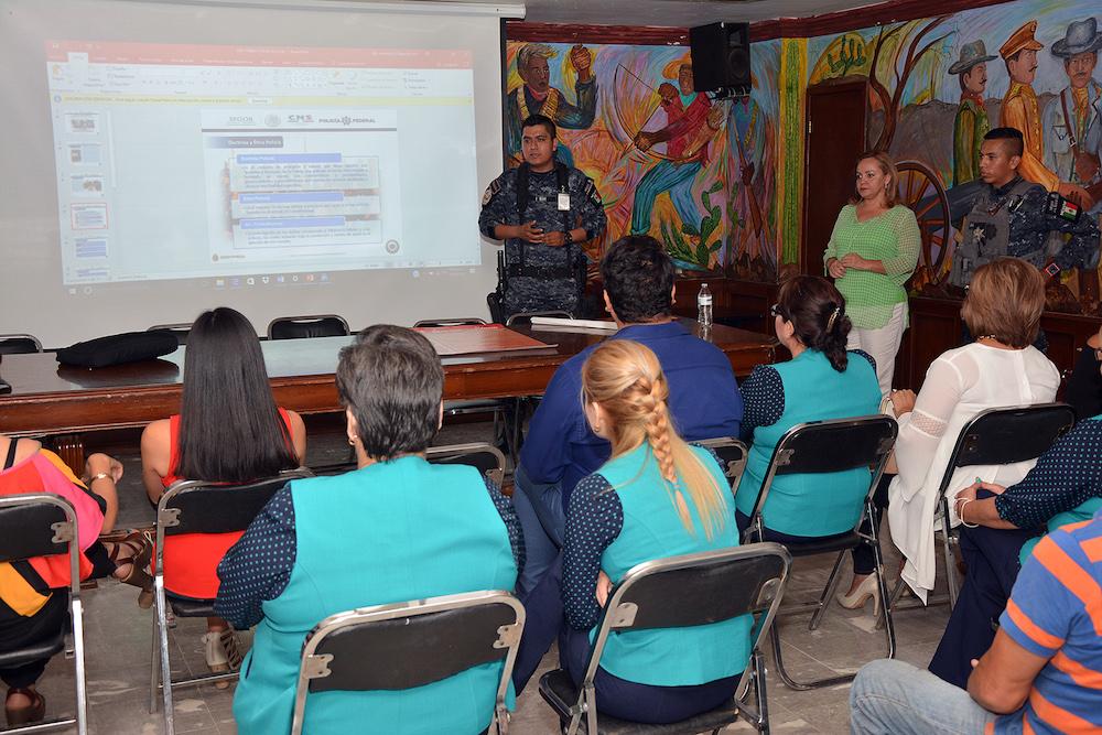 Recibe Instituto Cajemense de la Mujer capacitación por la Gendarmería Federal