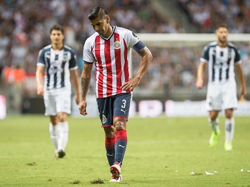 Monterrey golea a Chivas