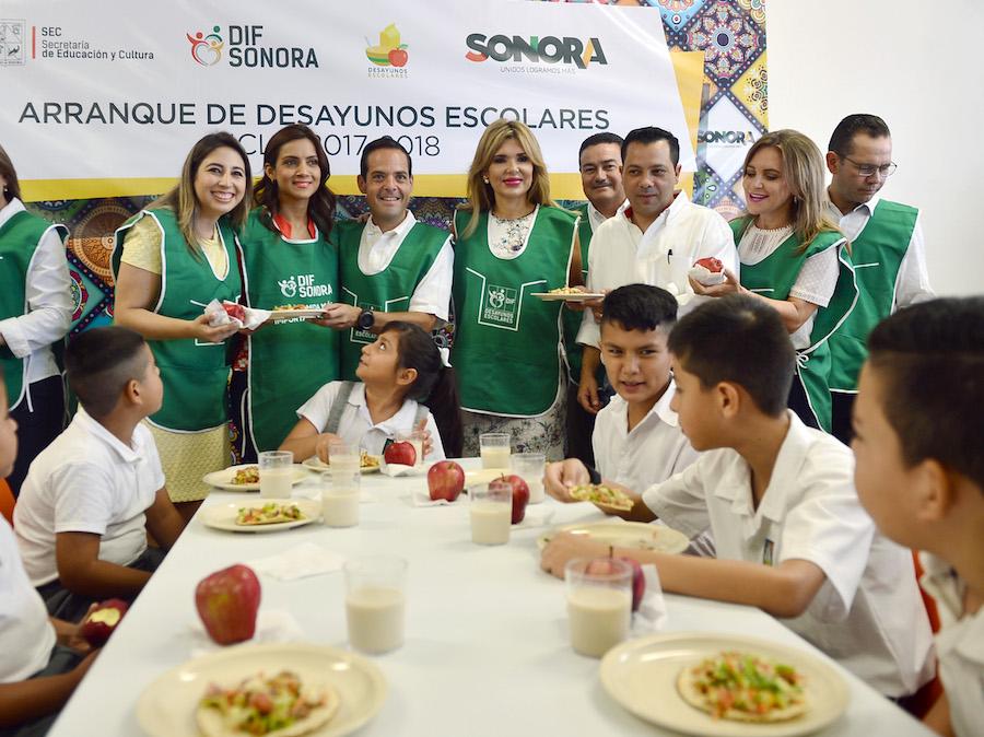 Inicia Gobernadora Pavlovich ciclo escolar y entrega de desayunos escolares