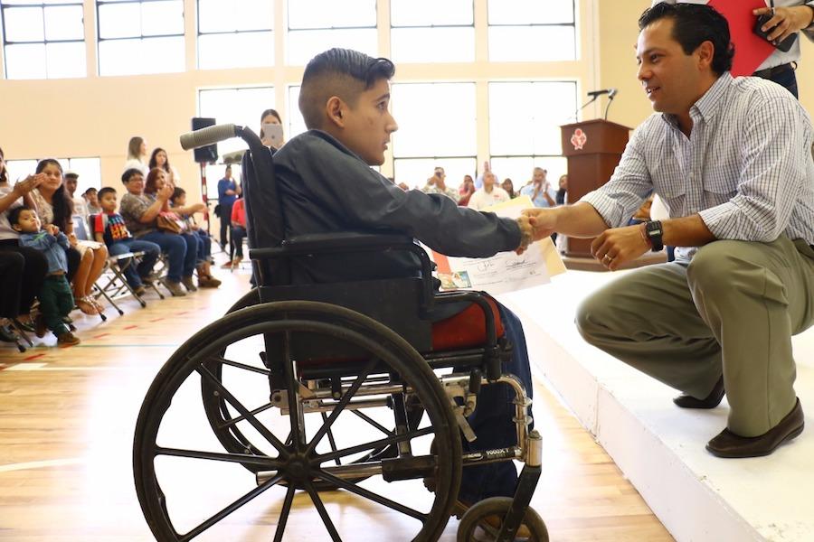 Encabeza Ernesto De Lucas entrega de mil certificados a alumnos de ISEA