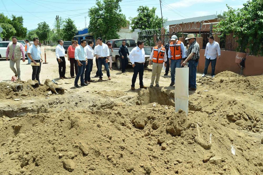 Termina Maloro Acosta con espera de 20 años por pavimentación en calle Mesa del Seri