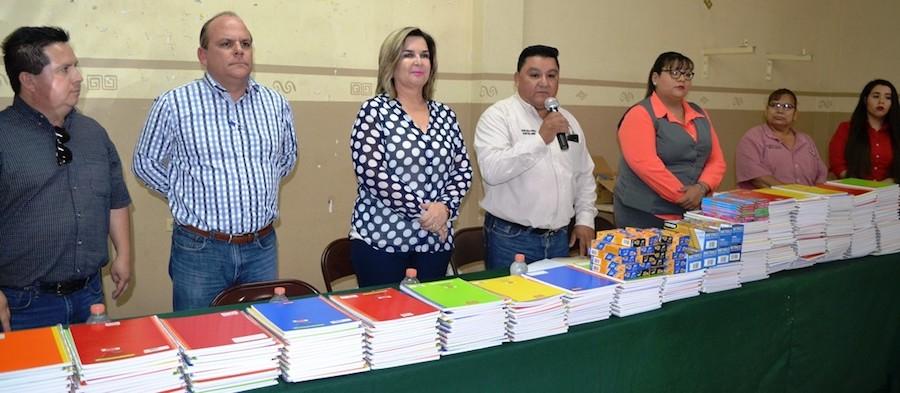 Entrega Alcaldesa Karina García útiles escolares a hijos de trabajadores sindicalizados