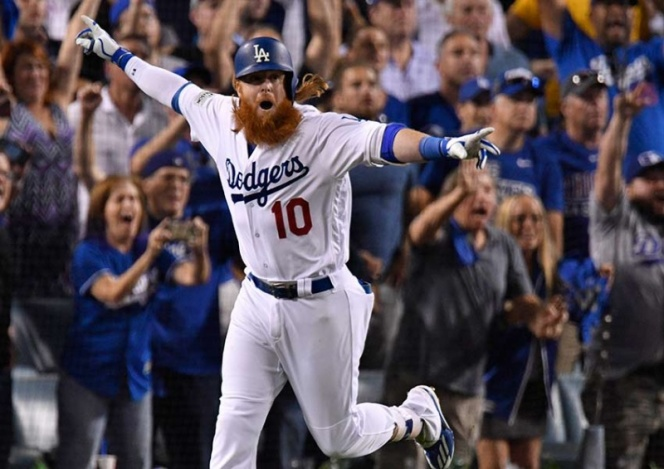 Con jonrón de Turner, Dodgers vence a los Cachorros