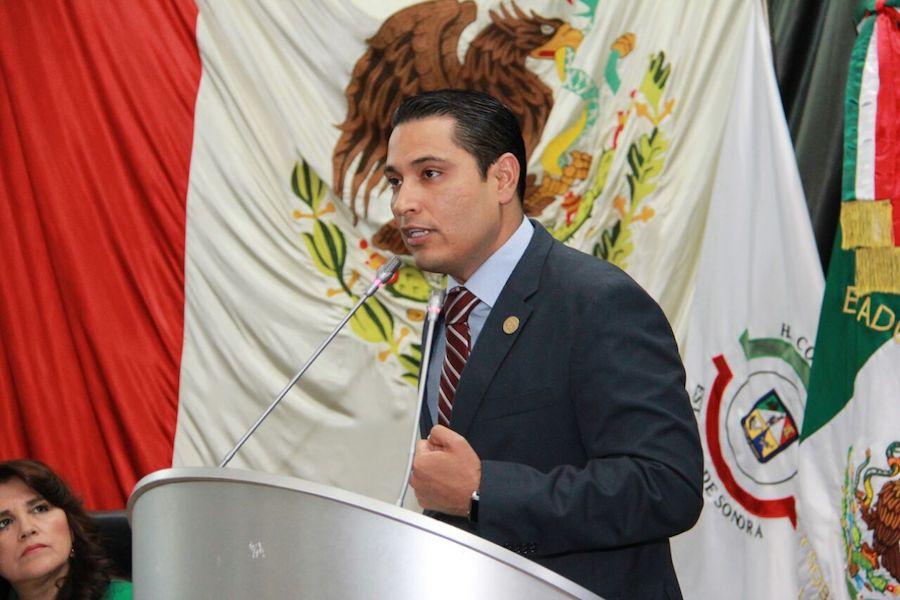 Confiemos a los ciudadanos el cuidado y mantenimiento de espacios deportivos: Omar Guillén