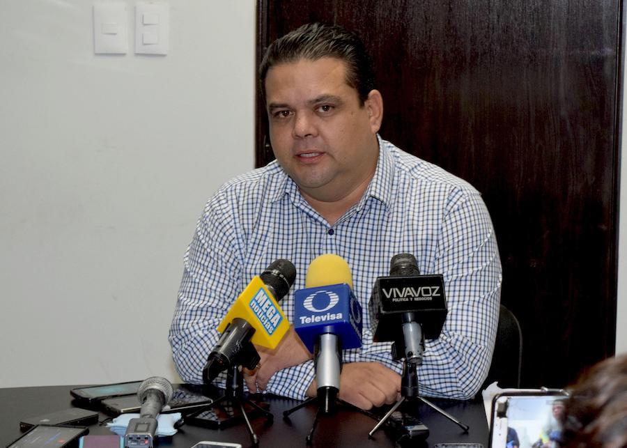 Atención médica de los trabajadores no está en riesgo: Julio Ulloa