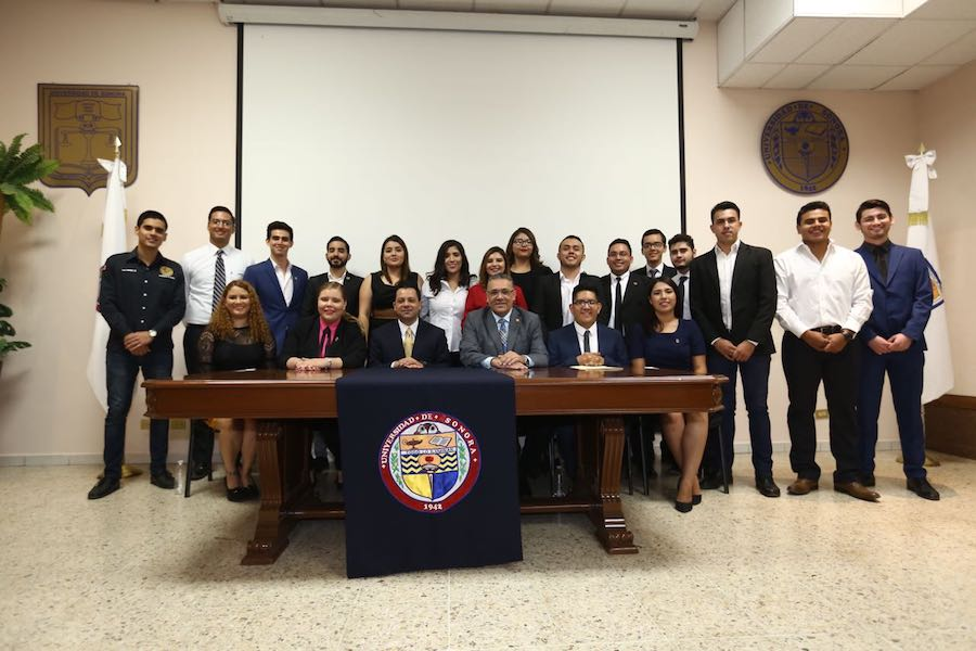 Atestigua Ernesto De Lucas toma de protesta del Consejo Estudiantil de Sociedades de Alumnos de Unison