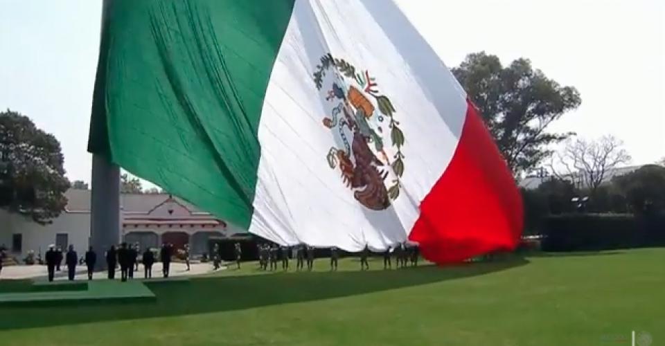 La bandera izada al revés ¿mensaje subliminal, real?