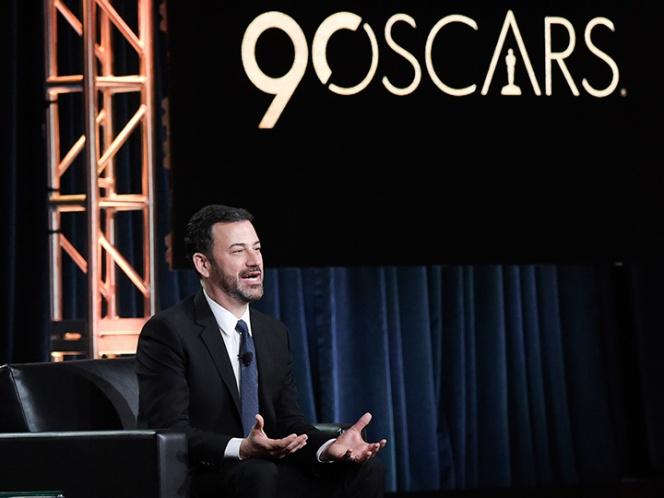 Jimmy Kimmel bromea acerca de los sobres en los Oscar