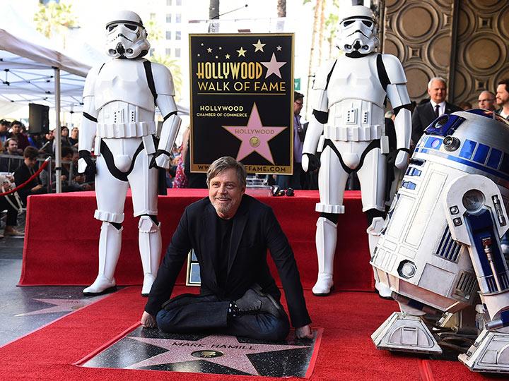 Mark Hamill devela su estrella en el Paseo de la Fama