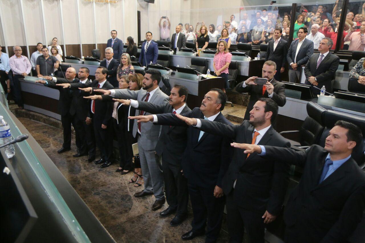 Toman protesta 10 nuevos diputados suplentes y aprueban renuncia de 3 alcaldes