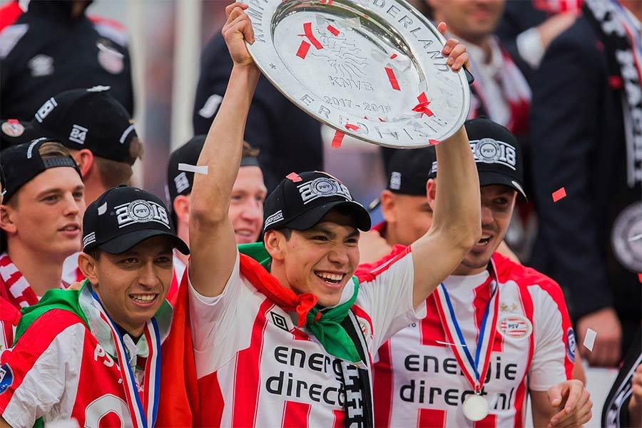 'Chucky' y el PSV se coronan tras golear al Ajax