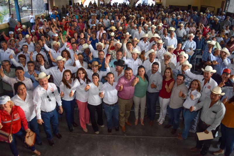 Respaldan campesinos y productores a Sylvana y Maloro rumbo al Senado
