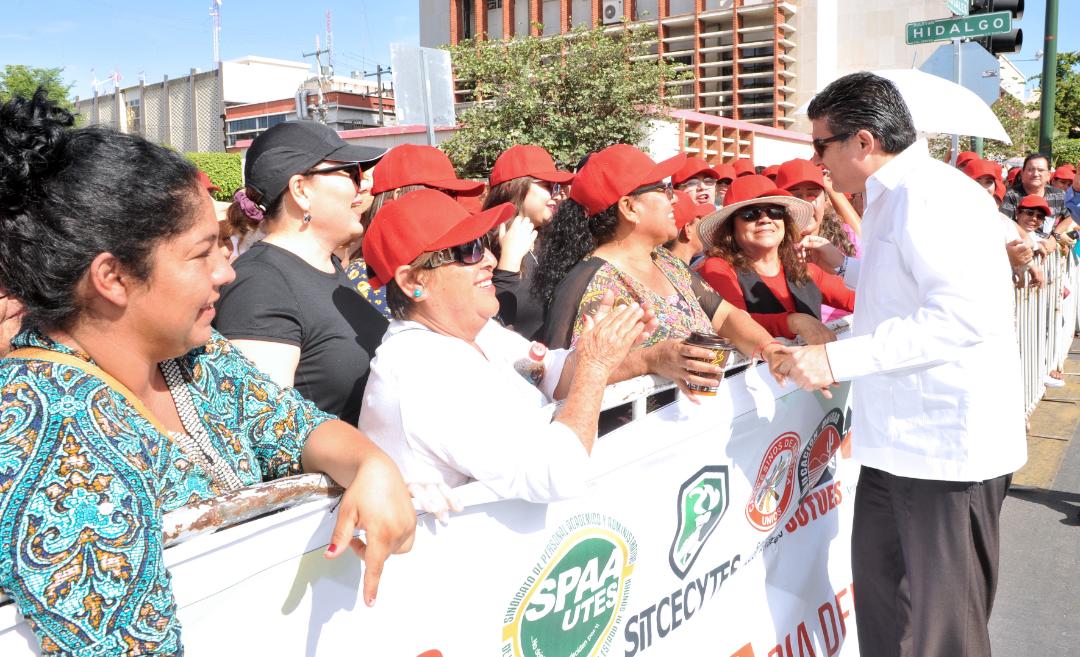 Preside Secretario de Gobierno desfile conmemorativo al Día del Trabajo