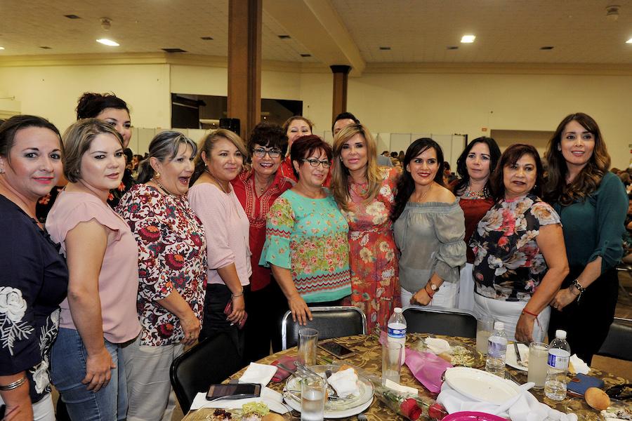 Festeja Gobernadora Pavlovich a madres trabajadoras