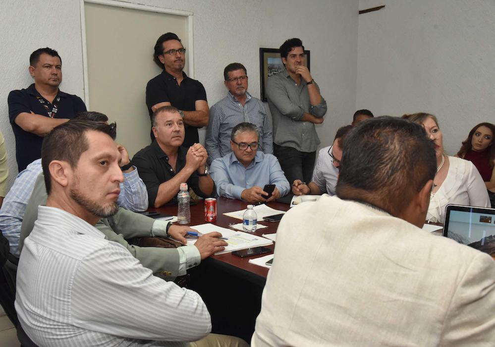 Atienden a Comisión Mixta de Transición titulares de Oficialía Mayor y Tesorería