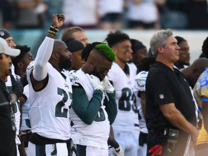 Jugadores de la NFL desafían a Donald Trump