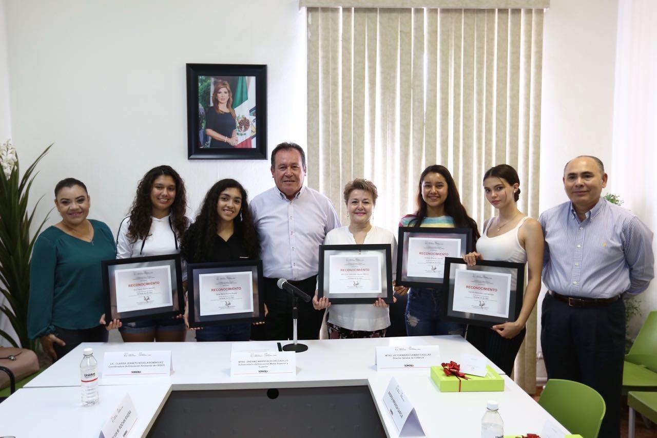 """Premia SEC a estudiantes ganadores del programa """"Jóvenes en Acción"""""""