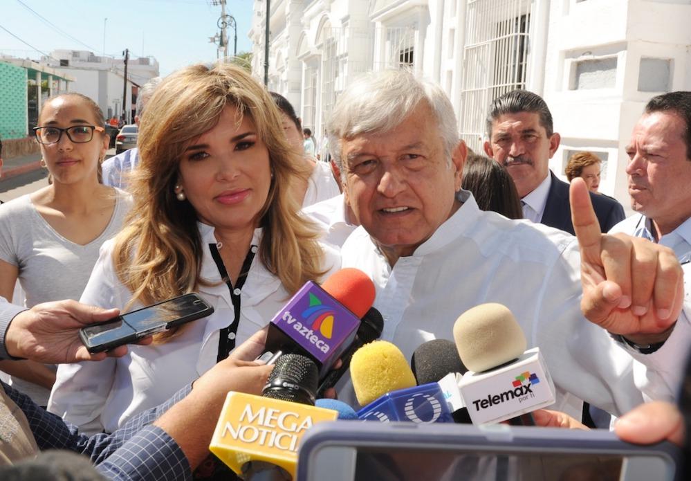 Claudia le plantea el proyecto de la desalación a López Obrador
