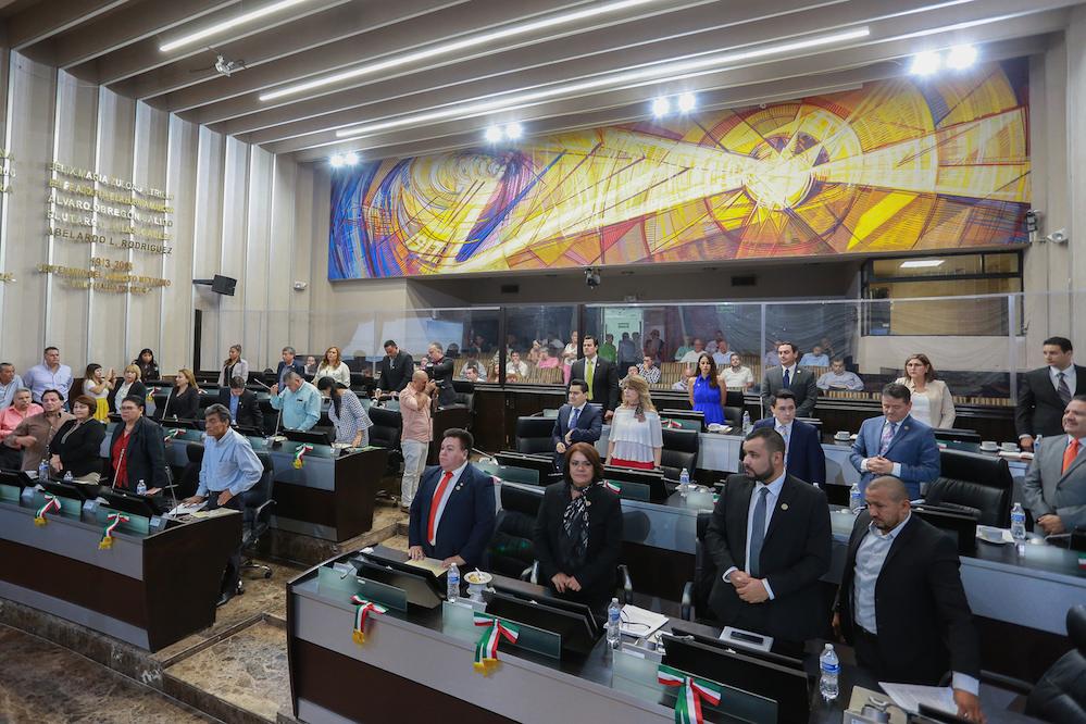 Aprueba LXII Legislatura tres acuerdos; presentan proyectos de dos nuevas leyes y un decreto